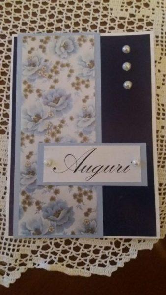 biglietto di auguri con carta floreale