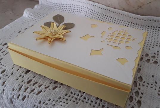 scatoline rettangolari con fiore in 3D